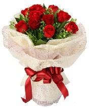 12 adet kırmızı gül buketi  Karaman yurtiçi ve yurtdışı çiçek siparişi