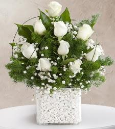 9 beyaz gül vazosu  Karaman çiçekçiler