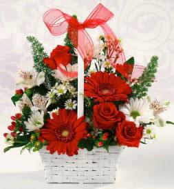 Karışık rengarenk mevsim çiçek sepeti  Karaman anneler günü çiçek yolla