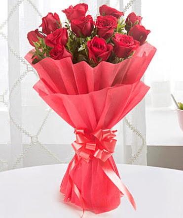 12 adet kırmızı gülden modern buket  Karaman çiçekçi mağazası