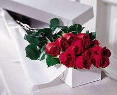 Karaman çiçekçiler  özel kutuda 12 adet gül