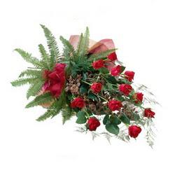 Karaman çiçek online çiçek siparişi  10 adet kirmizi gül özel buket çiçek siparisi