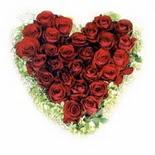 kalp biçiminde 15 gülden   Karaman çiçek gönderme