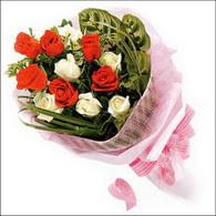 5 kirmizi 5 beyaz güllerden   Karaman çiçek online çiçek siparişi