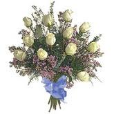 bir düzine beyaz gül buketi   Karaman hediye çiçek yolla