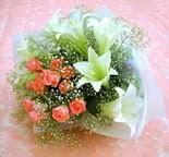 Karaman çiçekçi mağazası  lilyum ve 7 adet gül buket