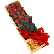 kutuda 12 adet kirmizi gül   Karaman çiçekçi mağazası