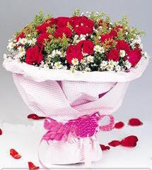Karaman uluslararası çiçek gönderme  12 ADET KIRMIZI GÜL BUKETI