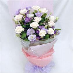 Karaman uluslararası çiçek gönderme  BEYAZ GÜLLER VE KIR ÇIÇEKLERIS BUKETI