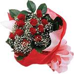 Karaman uluslararası çiçek gönderme  KIRMIZI AMBALAJ BUKETINDE 12 ADET GÜL