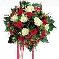 Karaman çiçek siparişi vermek  6 adet kirmizi 6 adet beyaz ve kir çiçekleri buket