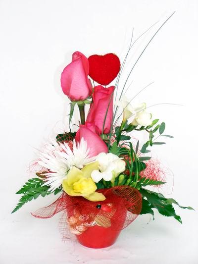 Karaman çiçek siparişi vermek  cam içerisinde 3 adet gül ve kir çiçekleri