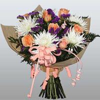 güller ve kir çiçekleri demeti   Karaman 14 şubat sevgililer günü çiçek