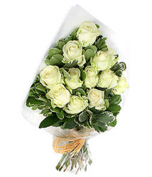 Karaman çiçek satışı  12 li beyaz gül buketi.