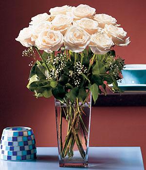 Karaman online çiçekçi , çiçek siparişi  Cam yada mika vazo içerisinde 12 gül