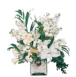 Karaman anneler günü çiçek yolla  sadece beyazlardan olusmus mevsim cam yada mika tanzim