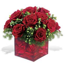 Karaman çiçekçi mağazası  9 adet kirmizi gül cam yada mika vazoda