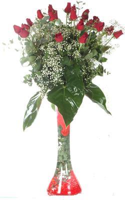Karaman kaliteli taze ve ucuz çiçekler  19 ADET GÜL VE FIL CAM AYAGI