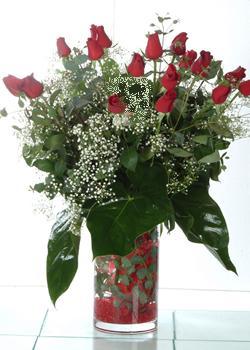 Karaman çiçek gönderme  11 adet kirmizi gül ve cam yada mika vazo tanzim