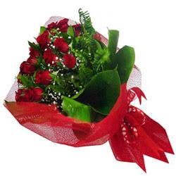 Karaman çiçek yolla  12 adet kirmizi essiz gül buketi - SEVENE ÖZEL
