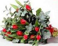 Karaman çiçekçiler  11 adet kirmizi gül buketi özel günler için