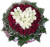 Karaman çiçek gönderme sitemiz güvenlidir  27 adet kirmizi ve beyaz gül sepet içinde