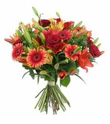 Karaman çiçek siparişi sitesi  3 adet kirmizi gül ve karisik kir çiçekleri demeti