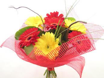 9 adet gerbera çiçeklerinden buket  Karaman çiçekçiler