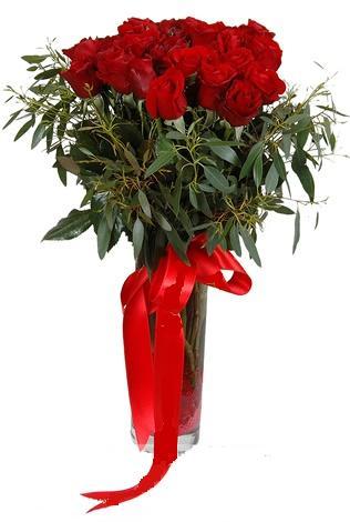 15 adet kirmizi gül cam vazo içerisinde  Karaman uluslararası çiçek gönderme