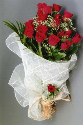 10 adet kirmizi güllerden buket çiçegi  Karaman çiçekçi telefonları
