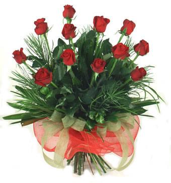 Çiçek yolla 12 adet kirmizi gül buketi  Karaman çiçek gönderme