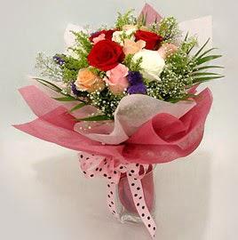Karisik renklerde 11 adet gül buketi  Karaman çiçek siparişi sitesi