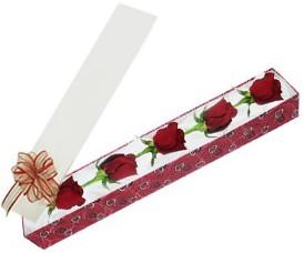 Karaman uluslararası çiçek gönderme  kutu içerisinde 5 adet kirmizi gül