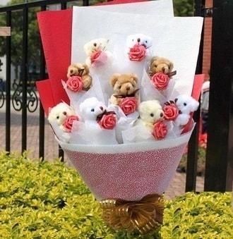 Karaman hediye sevgilime hediye çiçek  9 adet ayicik ve 9 adet yapay gül