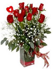 Karaman hediye sevgilime hediye çiçek  9 adet mika yada cam vazoda gül tanzimi kalp çubuk