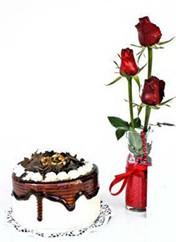 Karaman hediye sevgilime hediye çiçek  vazoda 3 adet kirmizi gül ve yaspasta