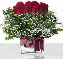 Karaman uluslararası çiçek gönderme  mika yada cam vazo içerisinde 7 adet gül