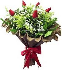 Karaman çiçek online çiçek siparişi  5 adet kirmizi gül buketi demeti