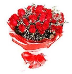 Karaman çiçek gönderme sitemiz güvenlidir  12 adet kırmızı güllerden görsel buket
