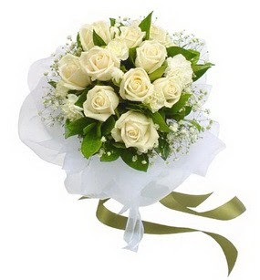 Karaman çiçek satışı  11 adet benbeyaz güllerden buket