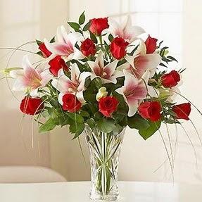 Karaman çiçek gönderme sitemiz güvenlidir  12 adet kırmızı gül 1 dal kazablanka çiçeği