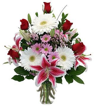 Karaman çiçek gönderme sitemiz güvenlidir  1 dal kazablanka 5 gül ve kırçiçeği vazosu