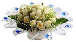 Karaman çiçek yolla , çiçek gönder , çiçekçi   11 adet Beyaz güller özel cam tanzim