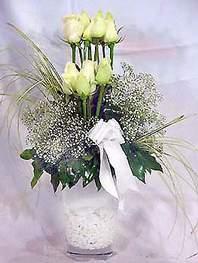 Karaman çiçek online çiçek siparişi  9 adet vazoda beyaz gül - sevdiklerinize çiçek seçimi
