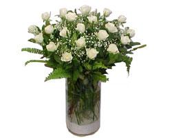 Karaman çiçekçi telefonları  cam yada mika Vazoda 12 adet beyaz gül - sevenler için ideal seçim