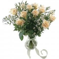 Vazoda 8 adet beyaz gül  Karaman güvenli kaliteli hızlı çiçek