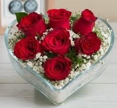 Kalp içerisinde 7 adet kırmızı gül  Karaman hediye çiçek yolla