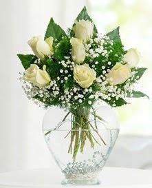 Cam içerisinde 7 adet beyaz gül  Karaman çiçek mağazası , çiçekçi adresleri