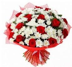11 adet kırmızı gül ve 1 demet krizantem  Karaman çiçek gönderme sitemiz güvenlidir