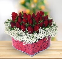 15 kırmızı gülden kalp mika çiçeği  Karaman çiçekçiler